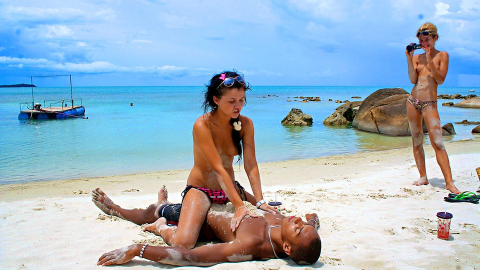 thai girls fuck on beach